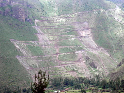 Switchback_road_pisac